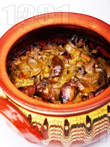 Гювече с пилешки сърца и лук - снимка на рецептата